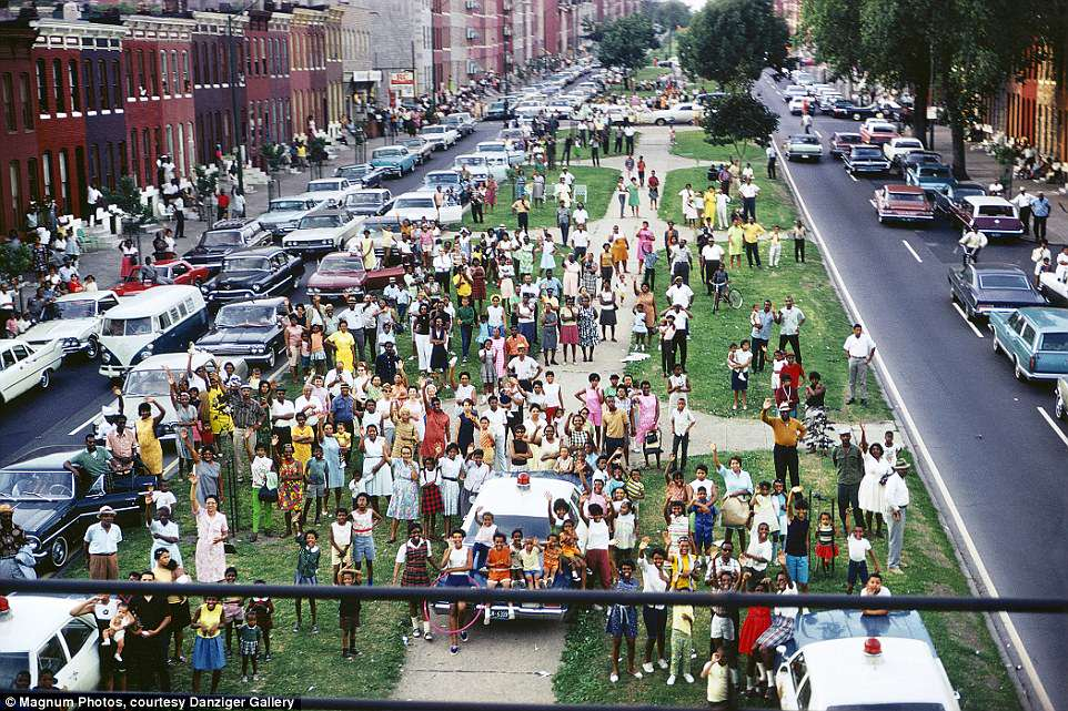 Picture of Paul Fusco photograph of North Broadway Baltimore RFK Funeral Train